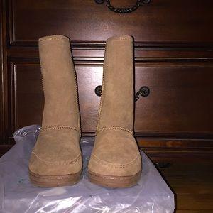 Like new bear paw boots